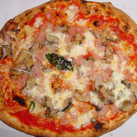 Pizza margherita prosciutto e funghi