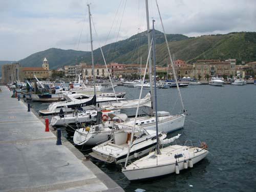 Acciaroli, porto turistico