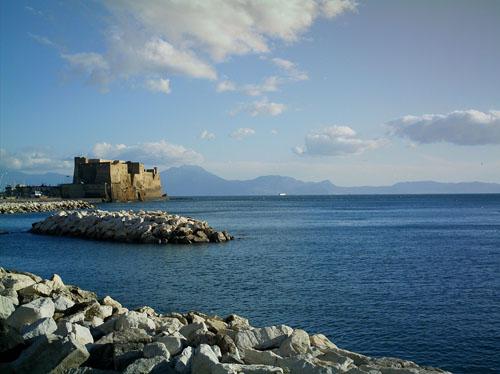 Castel dell'Ovo visto da via Caracciolo.
