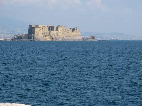 Castel dell' Ovo, sul golfo di Napoli