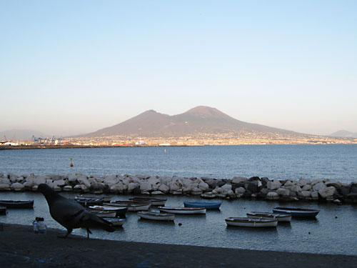 Il Vesuvio visto da via Caracciolo