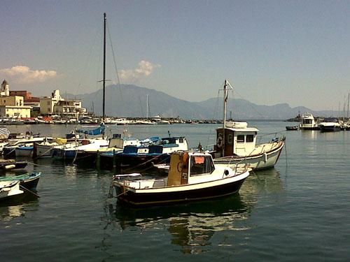 Veduta del porto di Torre del Greco