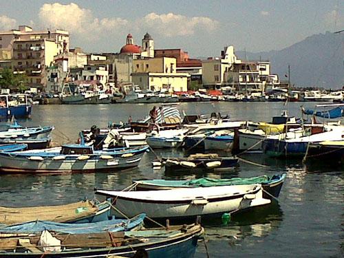 Scorcio del porto di Torre del Greco
